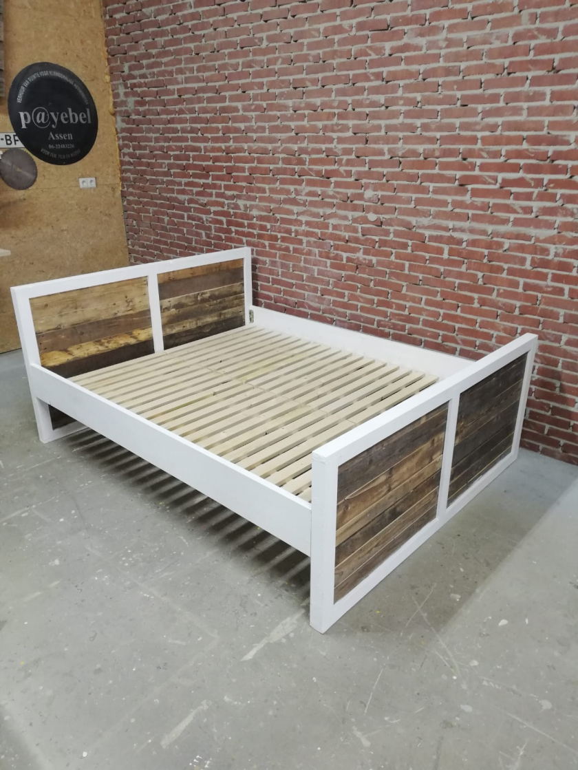 Sloophouten Bed